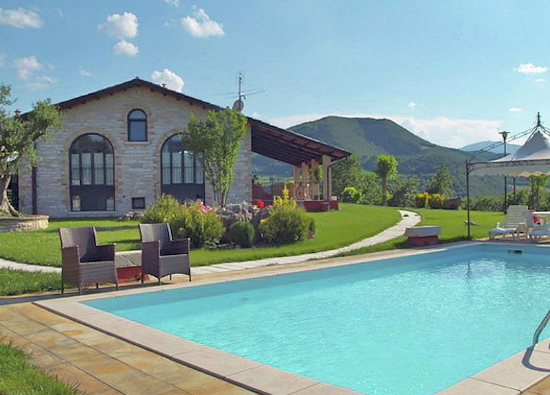 Country House in Le Marche - click for details