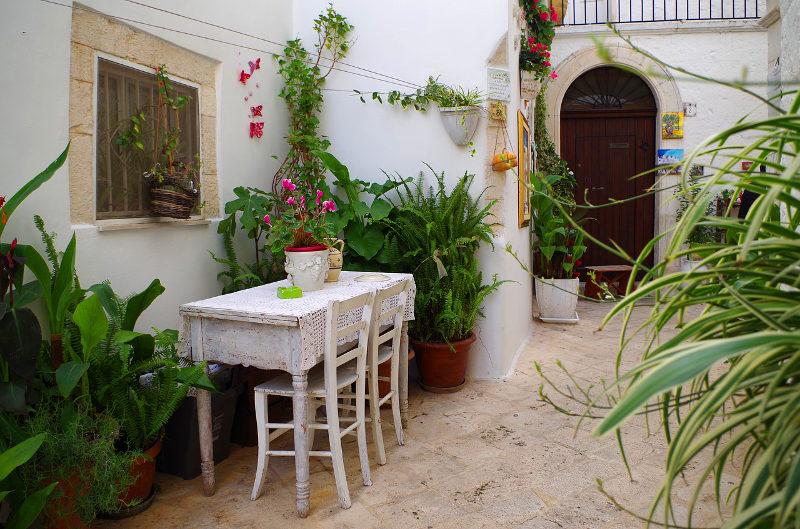 Locorotondo courtyard