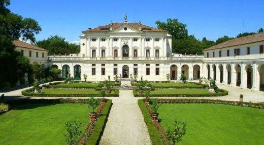luxury villa Italy