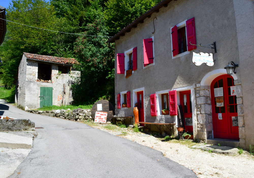 Walking out of town in Cison di Valmarino
