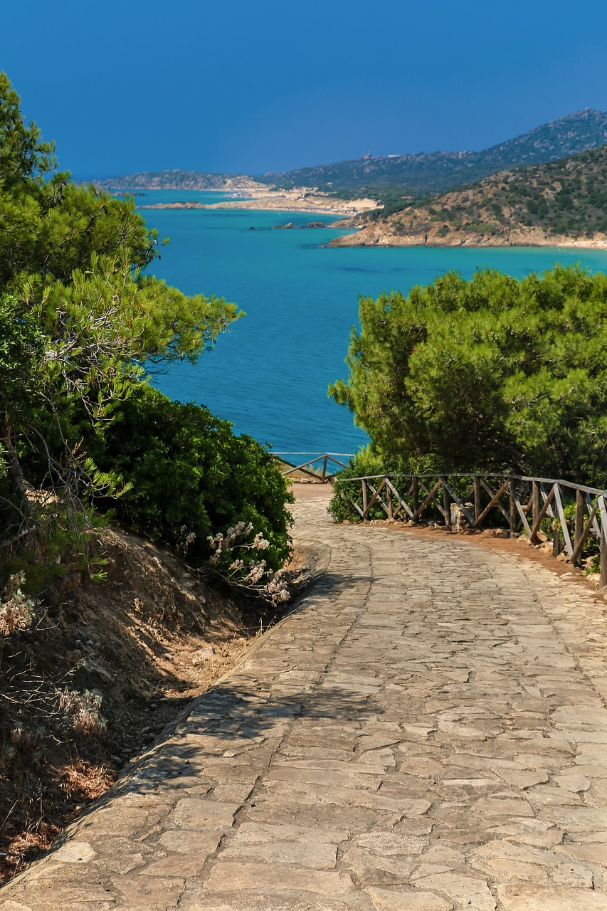 The road to Chia Beach