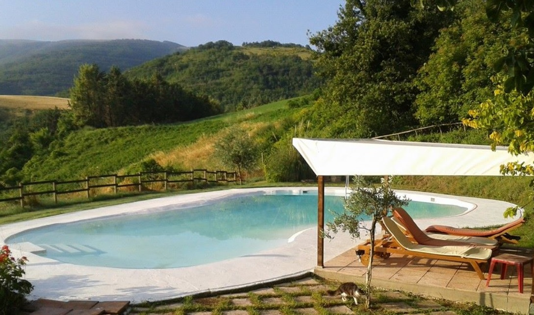 Agritourism with pool in Le Marche
